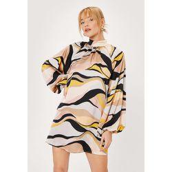 Petite Wave Print Extreme Sleeve Swing Dress - Nasty Gal - Modalova