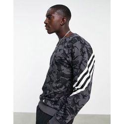 Adidas Training - Sweat-shirt à trois bandes enveloppantes - Camouflage - adidas performance - Modalova