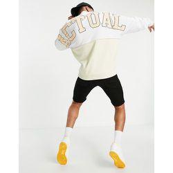 ASOS - Actual - Sweat-shirt oversize avec logo appliqué en tissu bouclé - Color block et blanc - ASOS Actual - Modalova
