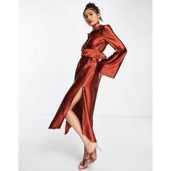 Robe chemise mi-longue en satin avec manches amples et ceinture - Rouille - ASOS DESIGN - Modalova