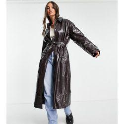 ASOS DESIGN Tall - Trench-coat en similicuir effet froissé - Bordeaux - ASOS Tall - Modalova