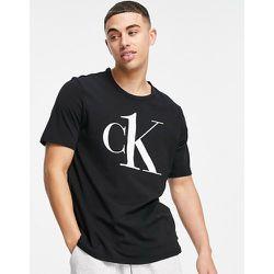 CK One - T-shirt confort ras de cou avec grand logo - Calvin Klein - Modalova