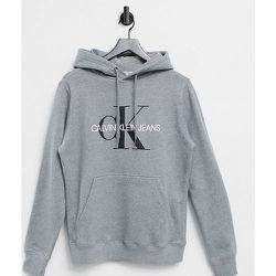 Exclusivité ASOS - Sweat à capuche avec monogramme emblématique - Calvin Klein Jeans - Modalova