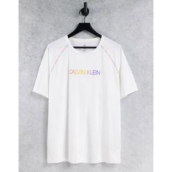 Performance - Capsule Pride - T-shirt à logo et coutures arc-en-ciel sur les bras - éclatant - Calvin Klein - Modalova