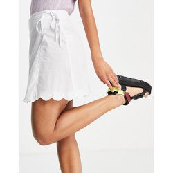 Mini-jupe portefeuille de plage d'ensemble à ourlet festonné - Fashion Union - Modalova