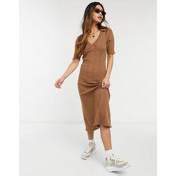 Robe mi-longue légère en maille à côtes larges et col - Fashion Union - Modalova