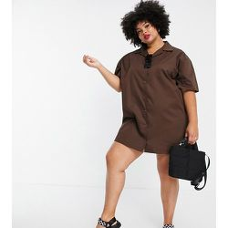 Lola May Plus - Robe chemise courte à manches courtes - chocolat - Lola May Curve - Modalova