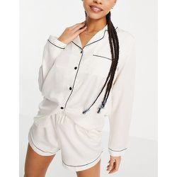 Mix and match - Chemise de pyjama en satin avec passepoils noirs - Crème - Loungeable - Modalova