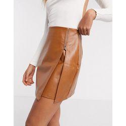Mini-jupe en similicuir à fermeture éclair - Fauve - NaaNaa - Modalova