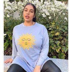 Robe t-shirt décontractée à manches longues et imprimé soleil - Rokoko Plus - Modalova