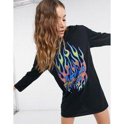 Robe t-shirt oversize à manches longues avec motif graphique flammes - Rokoko - Modalova