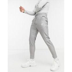 Pantalon slim court à fines rayures - SikSilk - Modalova