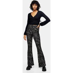 Pantalon évasé plissé à imprimé camouflage - Kaki - Topshop - Modalova