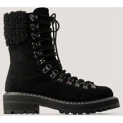 Bottes De Trekking À Détails En Peluche - Black - NA-KD Shoes - Modalova